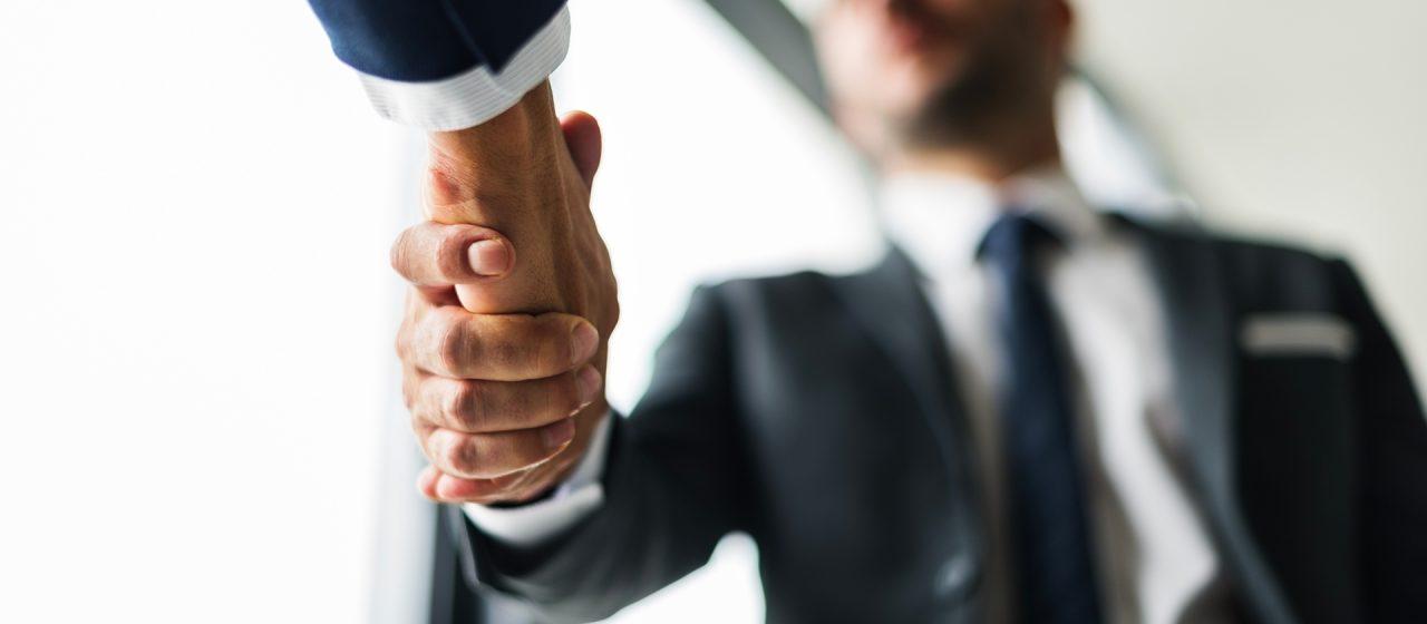 web-handshake-business-men-concept-PXERS9J